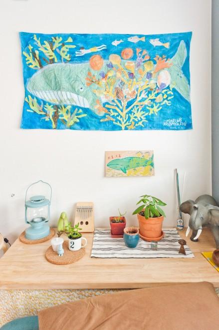 こちらのお部屋は、細い虫ピンを使っていろんなアートを飾ってました。オシャレ~(→このお部屋の詳細を見る)