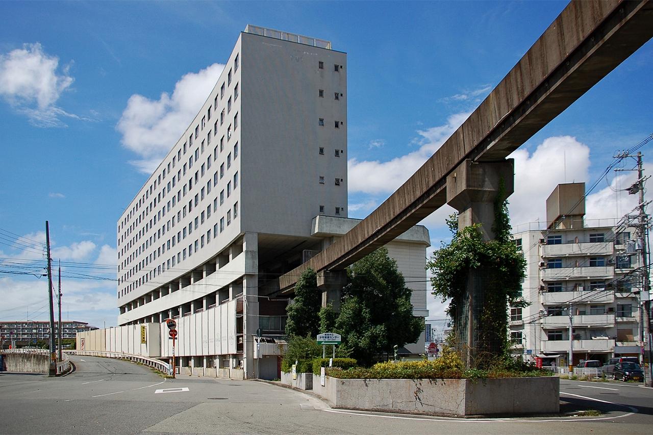 失われた未来の夢、モノレール駅直結の「高尾アパート」を訪ねる
