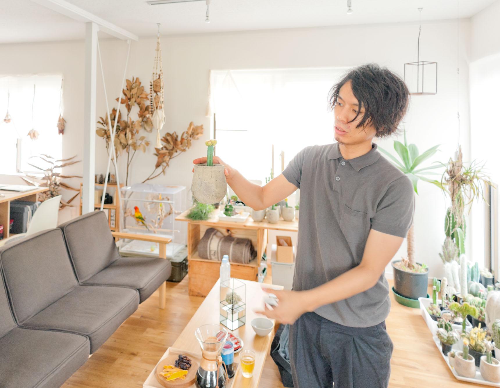 「この人」たちの説明をしてくれたAtsushiさん。男前だ!部屋も素敵で美男子ってずるい。どっちかぼくによこせ。