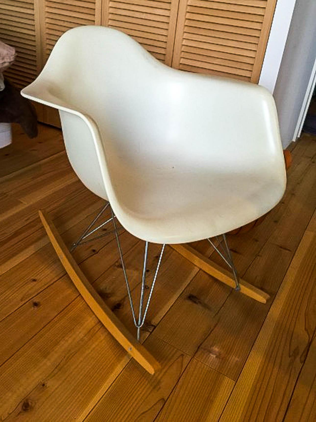 定番のイームズ。名作と言われる椅子を選ぶのもオススメです。