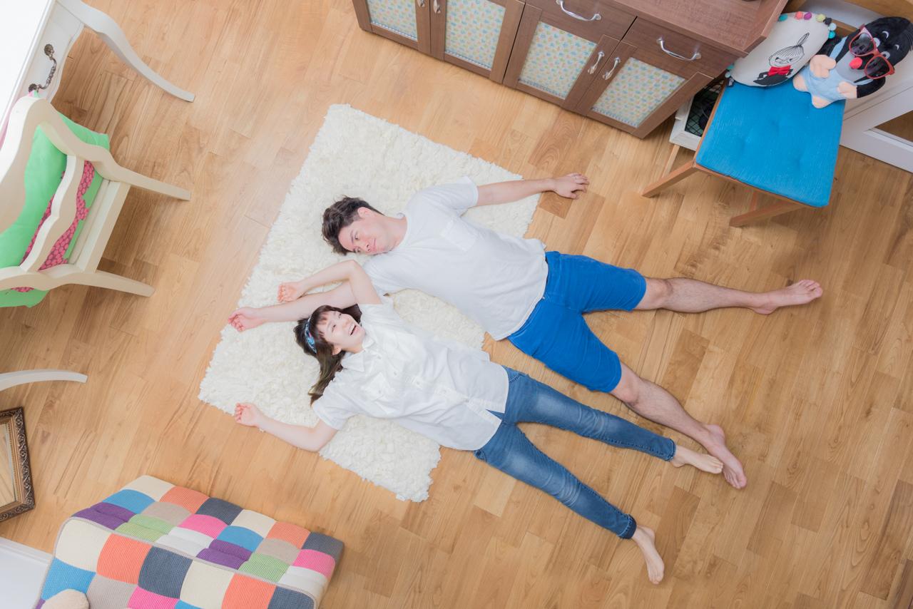 こちらも恒例の「寝っ転がってポートレイト」。演出付けなくてもいろんなポーズをとる人ははじめてだった。腕はともかく、そっと足が触れているあたりにぐっときた。こんなにハッピーそうなふたりはめずらしい!すばらしい!