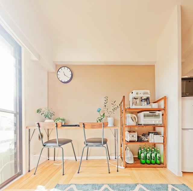 お気に入りのお店で買った椅子とおそろいで、アイアン脚のテーブルを自作