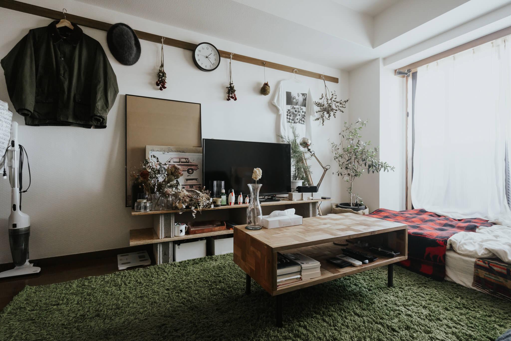 チーク古材を使った、独特の木目の質感が良いACME Furnitureのトロイ コーヒーテーブル。
