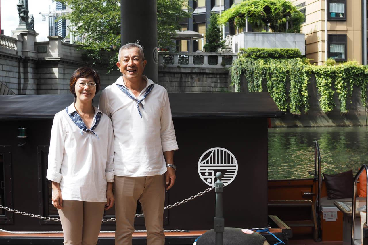 「舟遊びみづは」でのクルーズを運航する、佐藤さんご夫妻
