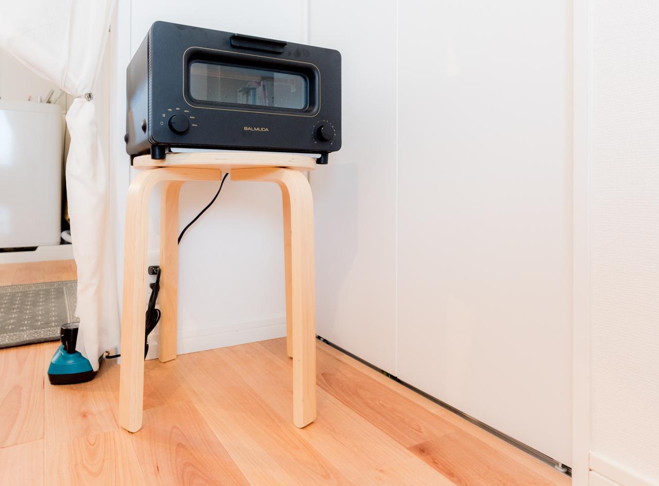居室の方に、しかも椅子の上に置かれたトースター。