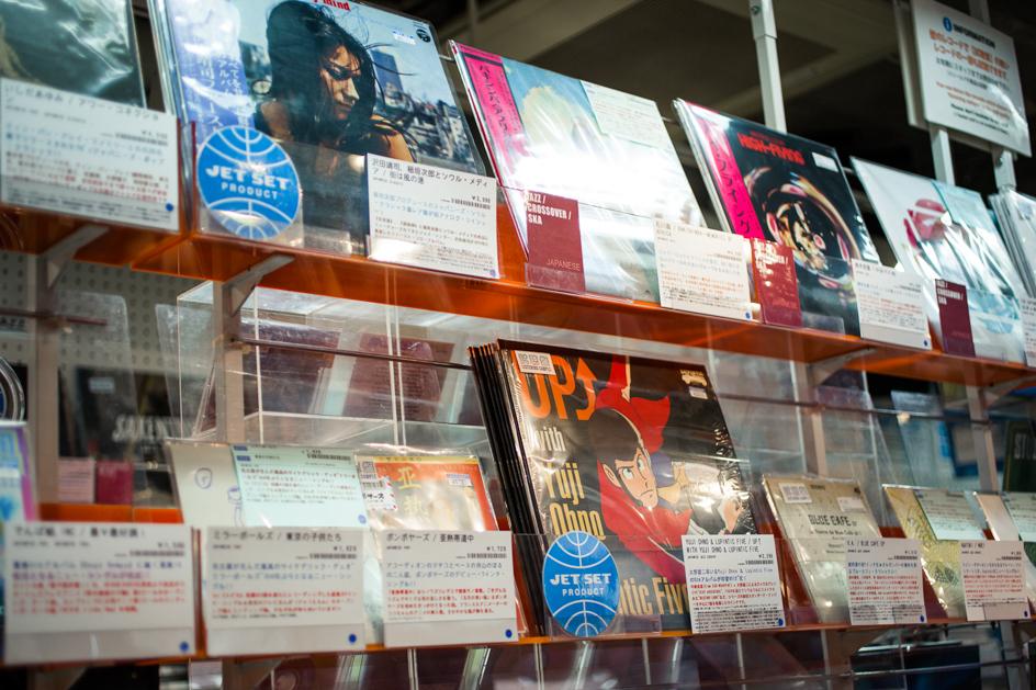 JET SETで企画したレコードは自社の青いロゴが貼られている。
