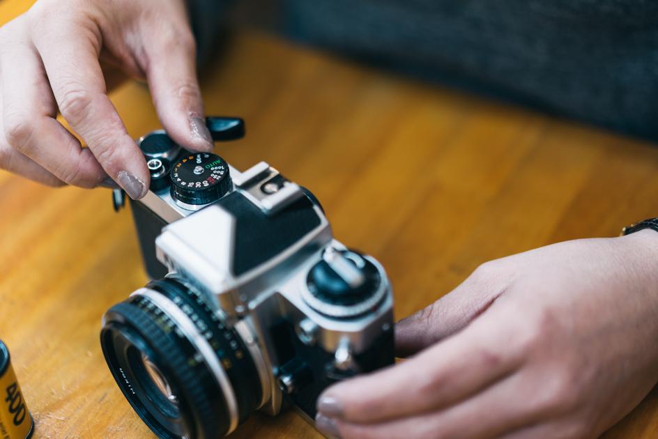 シャッタースピードを調節する 「このカメラはAUTOがついているので初心者におすすめです」
