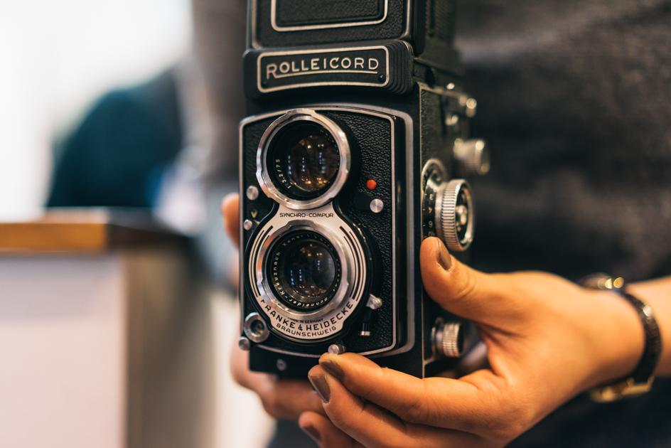 こちらは、最近女性にも大人気という二眼レフカメラROLLEICODE Vb ¥73,800+税(参考価格)。より大きなフィルムを使うため描写力の高さもさることながら、見た目の可愛さにキュンとする。