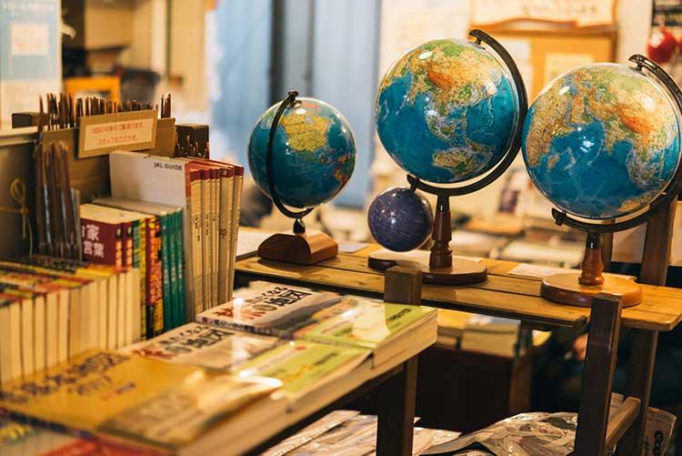相談ができる、旅の達人。『旅の本屋のまど(西荻窪・東京)』