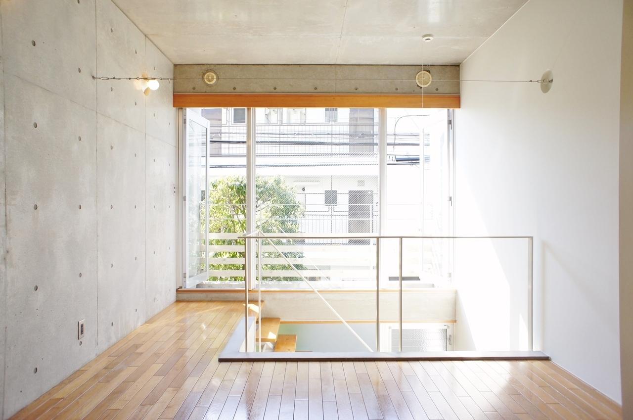 「大きな窓の部屋」