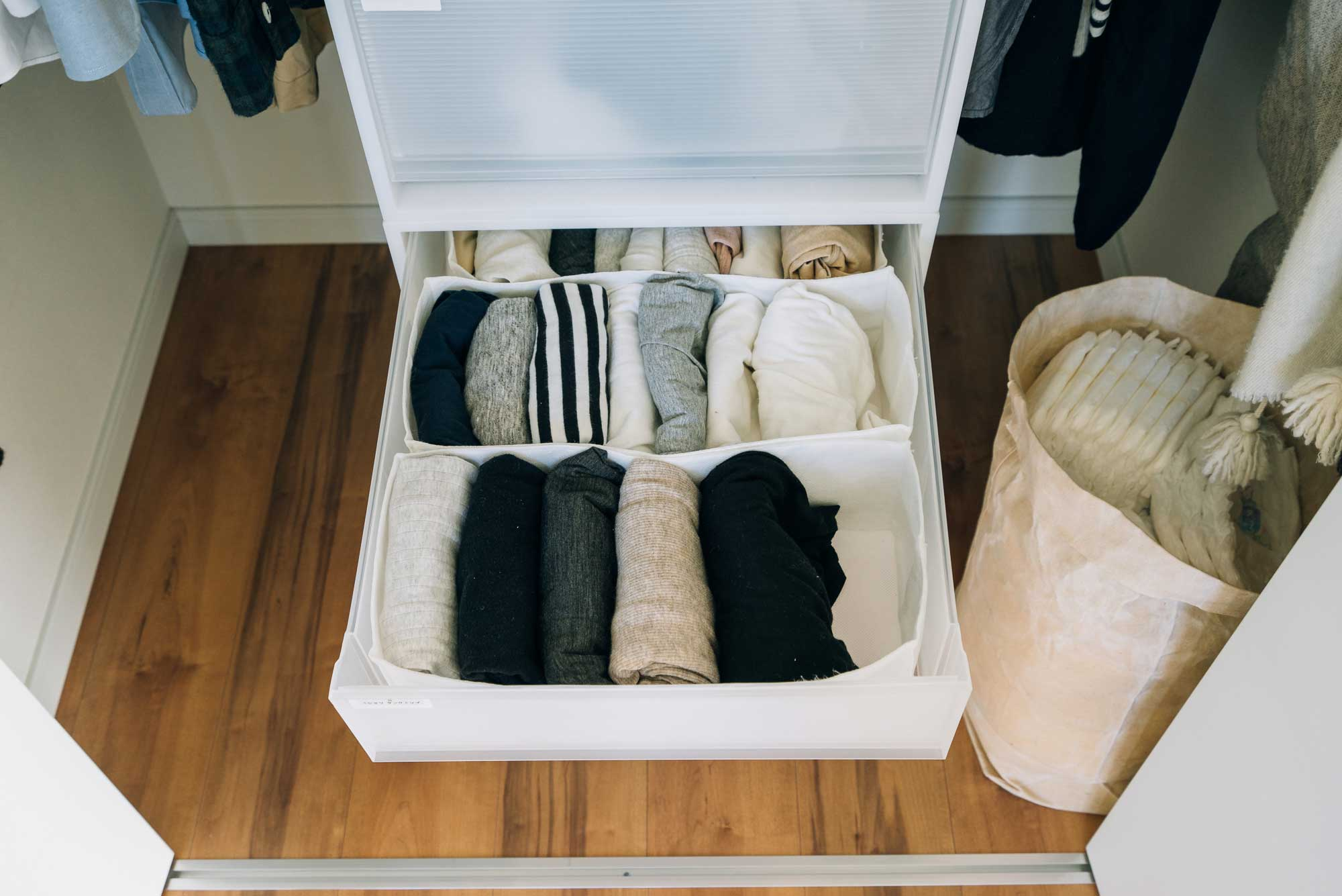 引き出しの中も、すっきり一覧できて、着たい服がすぐ選べそう。