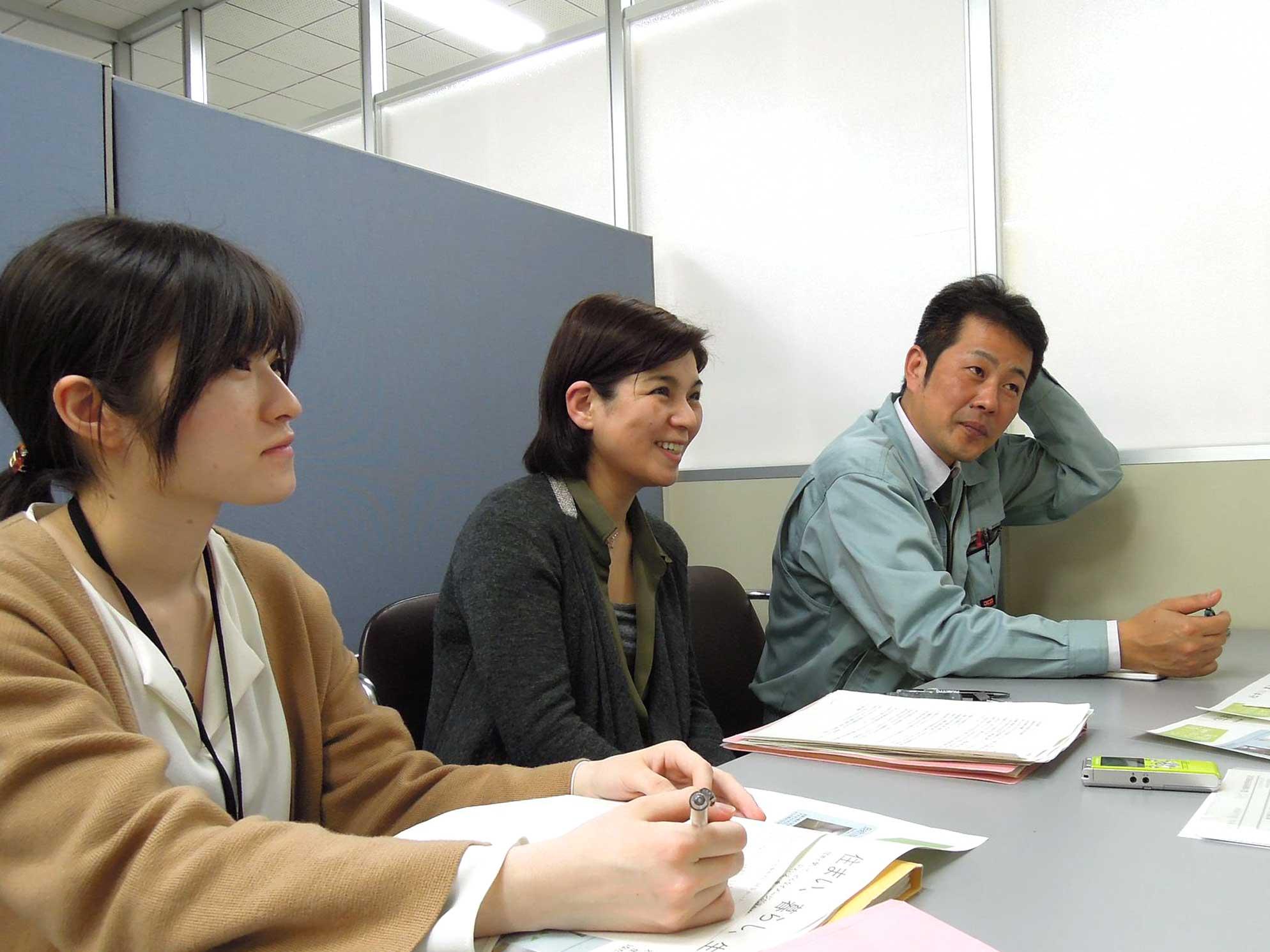 お話を伺った大阪府住宅供給公社の職員の皆様。左から_さん、_さん、_さん