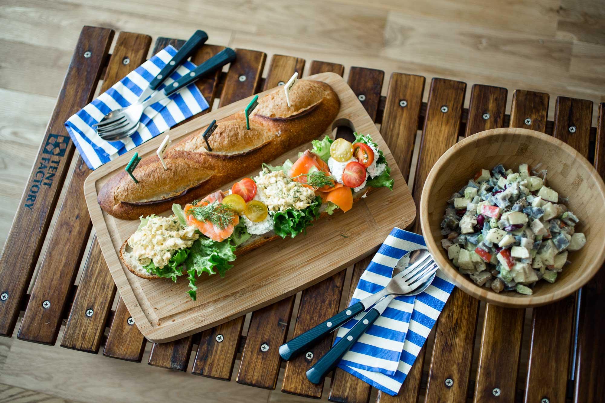 「チョップサラダ」と「バゲットサンド」でピクニックの準備