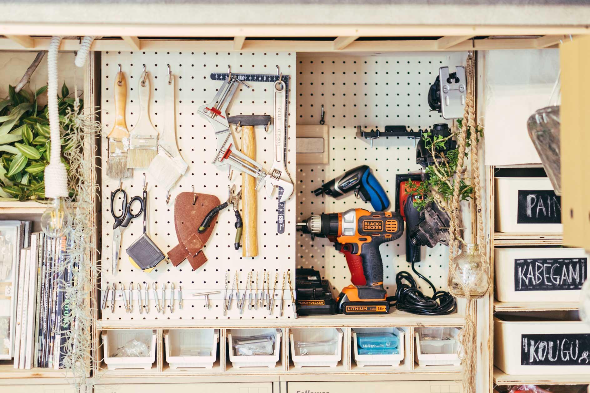DIYに使う工具も、押入れの中につくった収納に綺麗に整理されていました。
