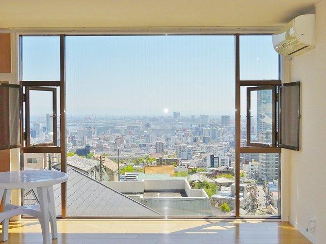 1階も2階もこの眺望。窓際の特等席はグリーンに譲ってあげましょう。