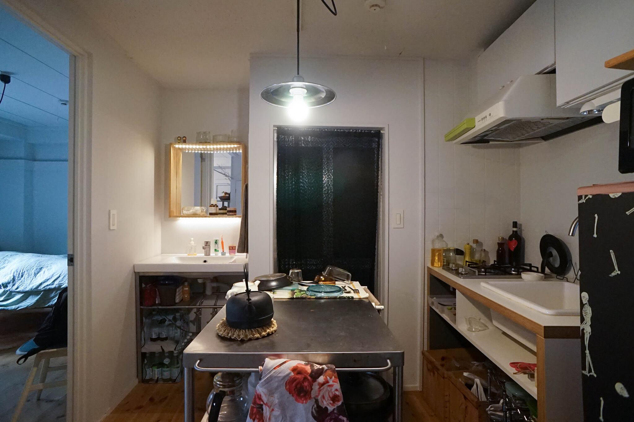 今の部屋、キッチンと洗面台は新しいものに交換されています。