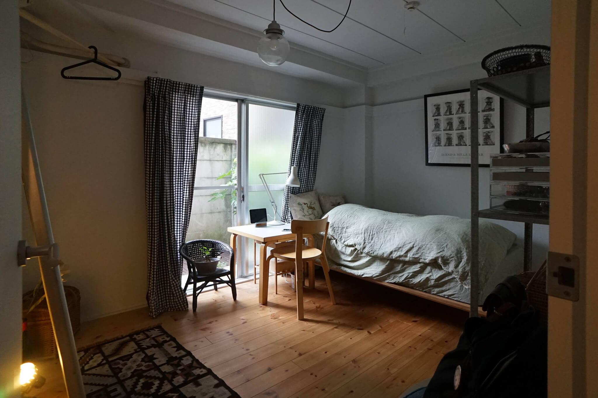 寝室にも大きな掃き出し窓があるのも、気に入っているポイント。