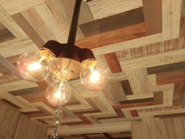 天井や照明までこだわって作られているのが素敵。 (このお部屋はこちら※現在満室です)