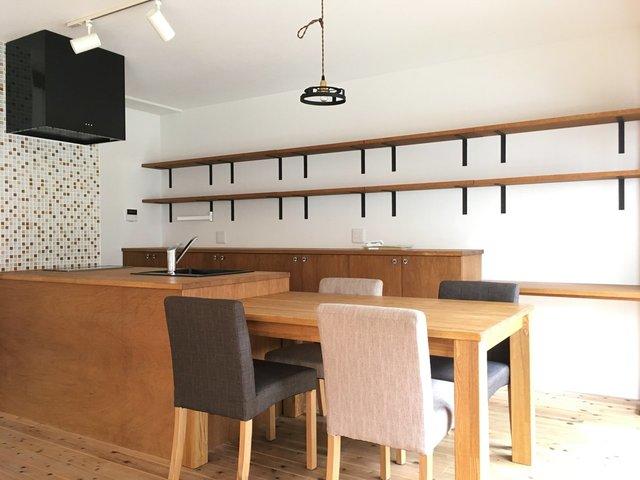 賃貸でも、使い勝手のいいキッチンに住みたい!そんな思いを叶える圧巻のカウンターキッチン。