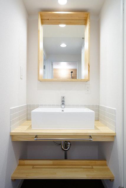 二人で暮らすなら、脱衣所の有無もポイントです。こちらのお部屋はこんなかわいい洗面台つきの脱衣所あり。