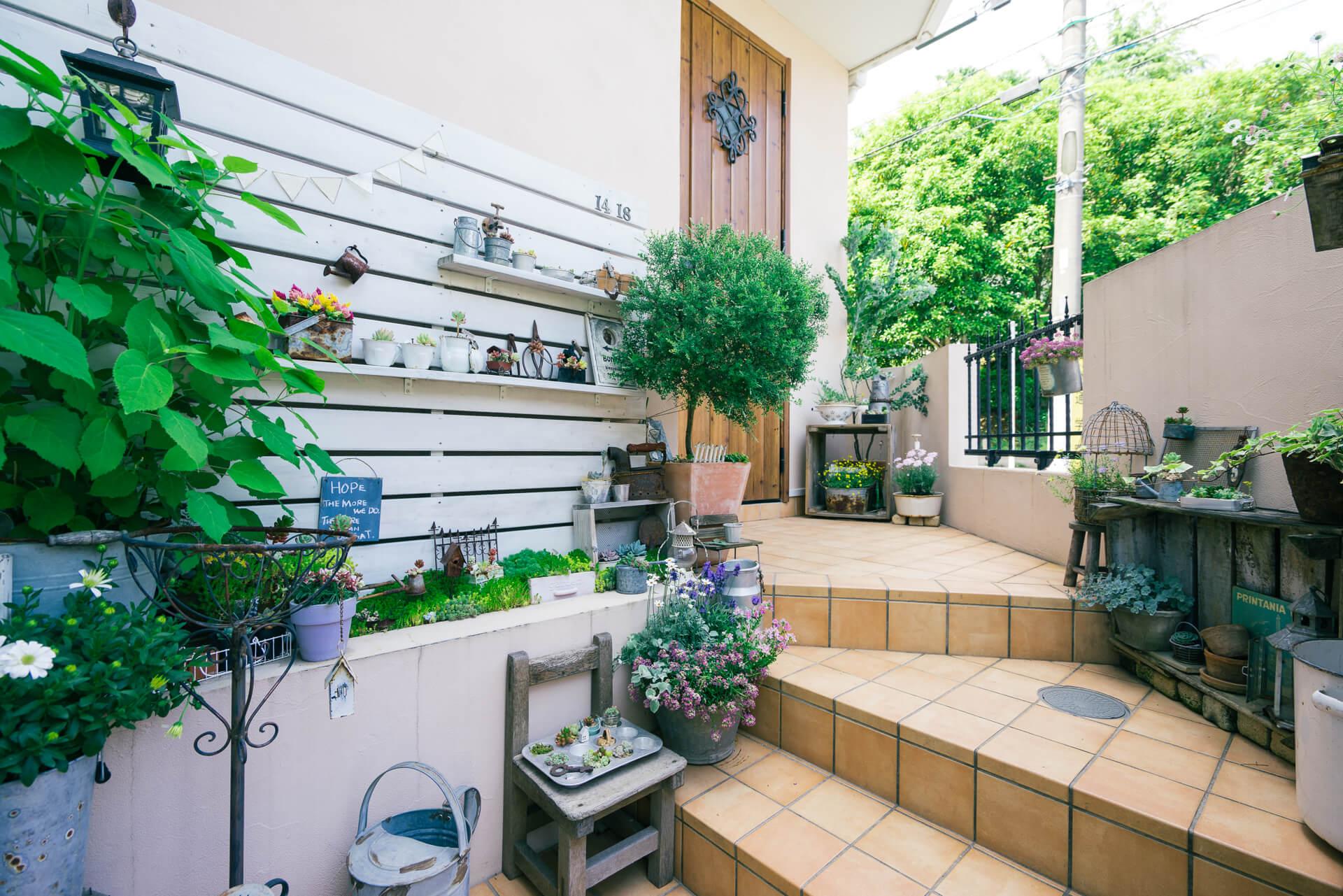 戸建にお住いのkokkomachaさん。玄関にも緑がたくさん!