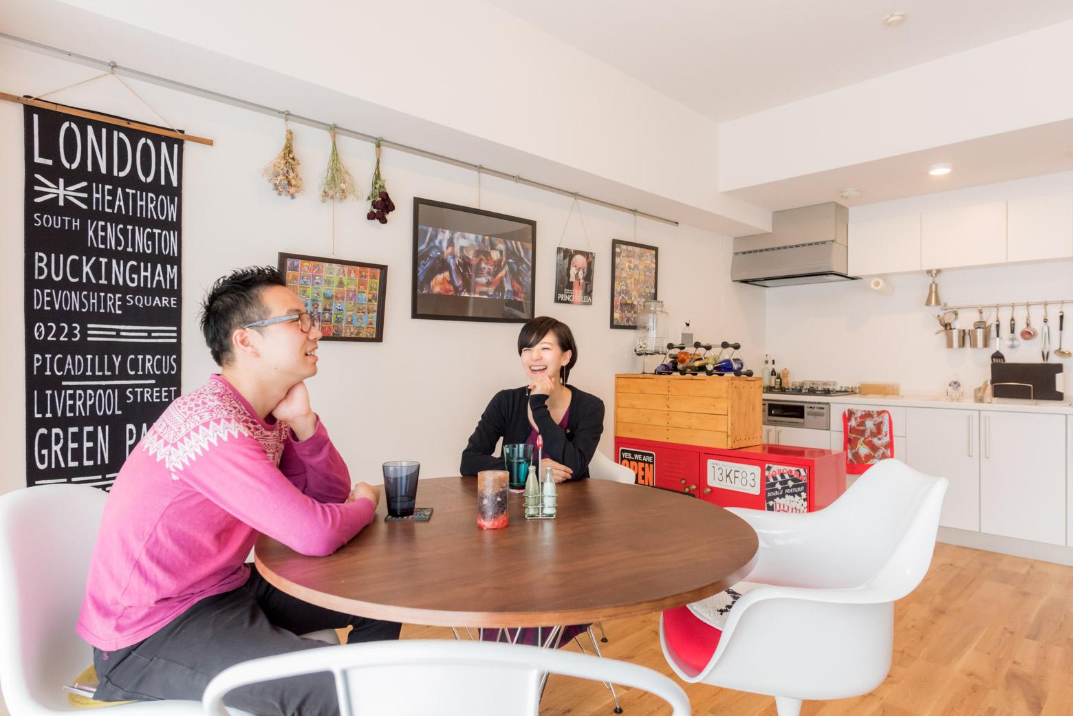 今回お部屋を見せてもらった佐藤さんご夫妻。奥さまがしじゅう笑顔ですごくすてきだった。
