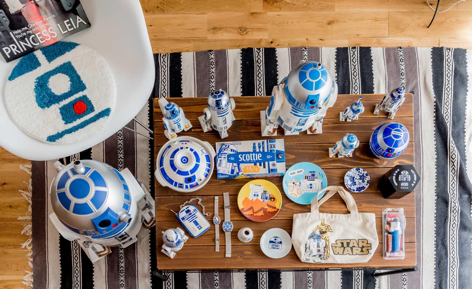 「並べたのはじめてです。こうやってみるとたくさんあるもんですねー」と奥さま。それにしてもさっきの土鍋といい、単純な色とパターンなんだけど、一目で「R2-D2だ!」ってわかるのすごい。