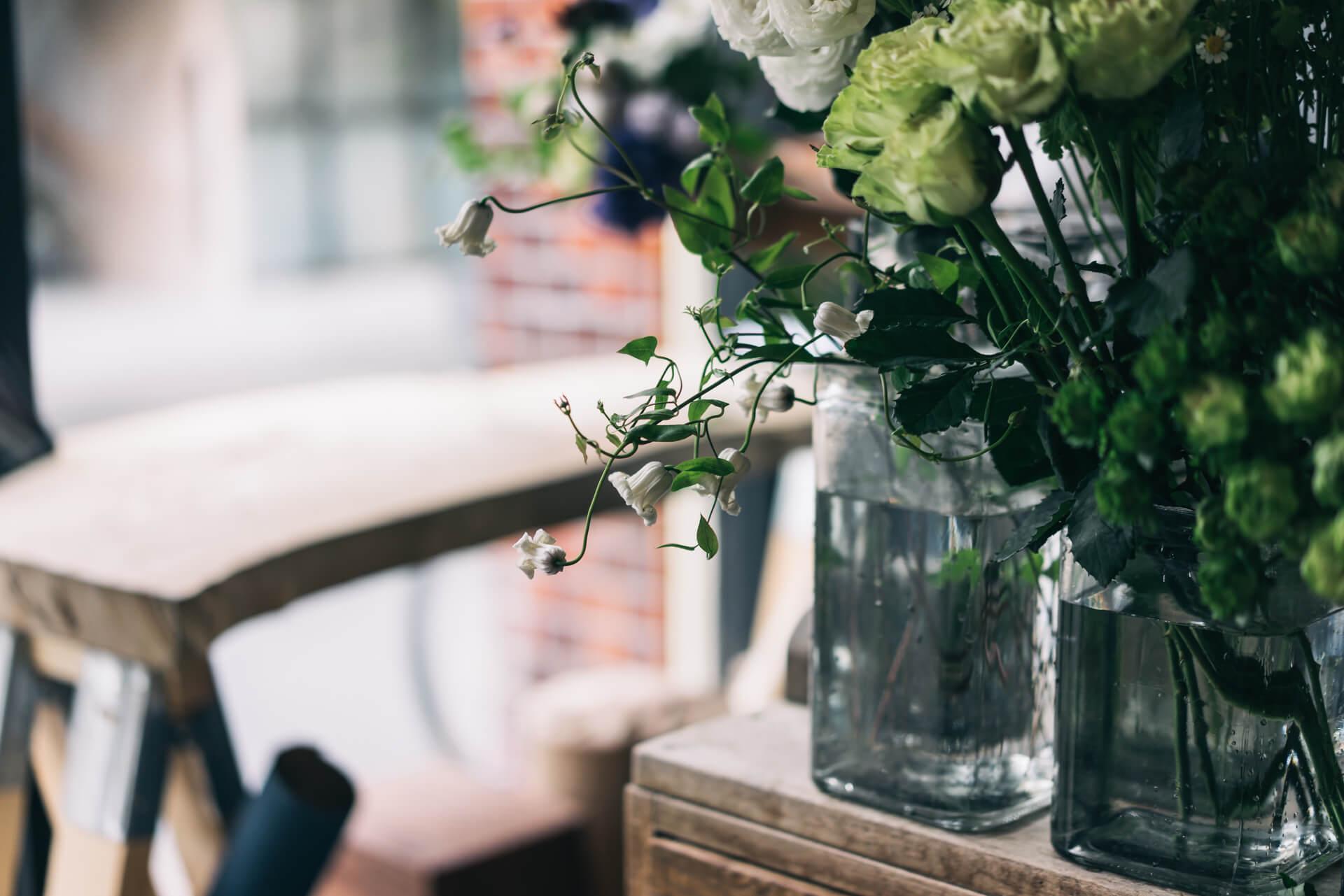 クレマチスは渋谷花卉園さんのもの。クレマチスの切り花専門の生産者さんです。
