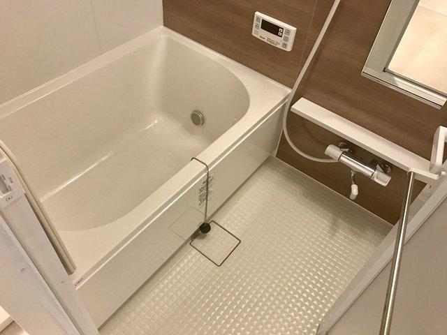 お風呂には、追い炊きなんかもついちゃってるんです。ひとり暮らしだけど。