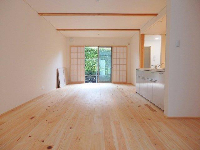 床材に吉野ヒノキが用いられた「食堂」。見るからに気持ちが良さそう。