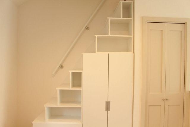 階段には収納もあり。見せる収納しちゃうぞー。