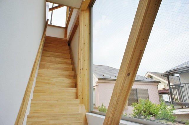 空に向かって階段をのぼる。