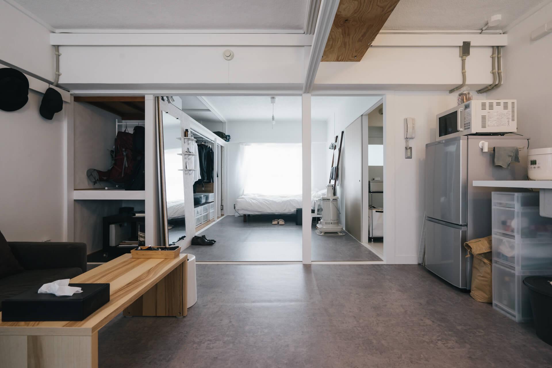 キッチン側から。南北に窓があって、風通しも抜群です。「柱の感じも、ちょっとアクセントになっていいですよね」