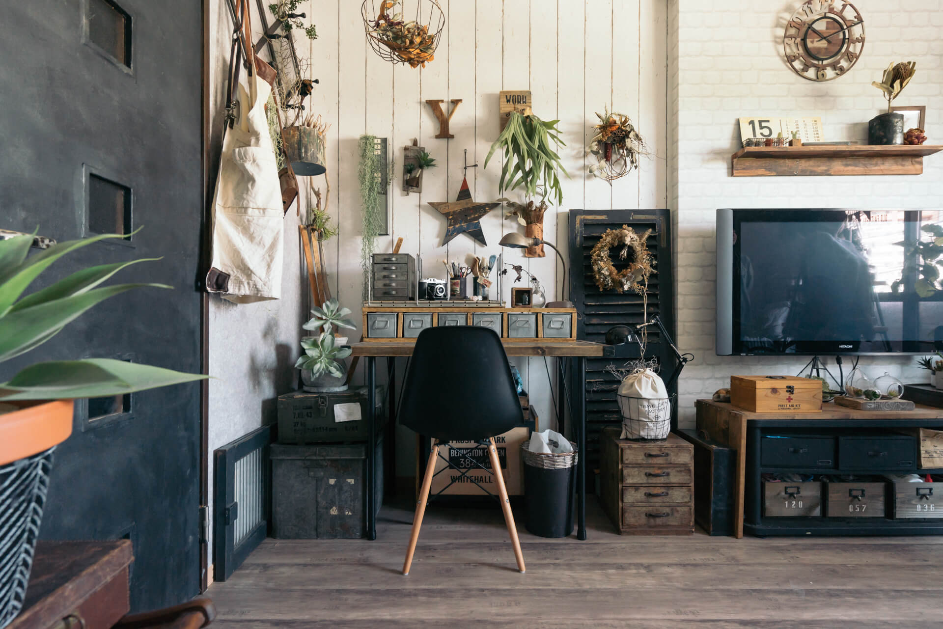 どの壁を切り取っても絵になる!ずっと眺めていたくなるような、センス溢れる可愛らしいお部屋です。