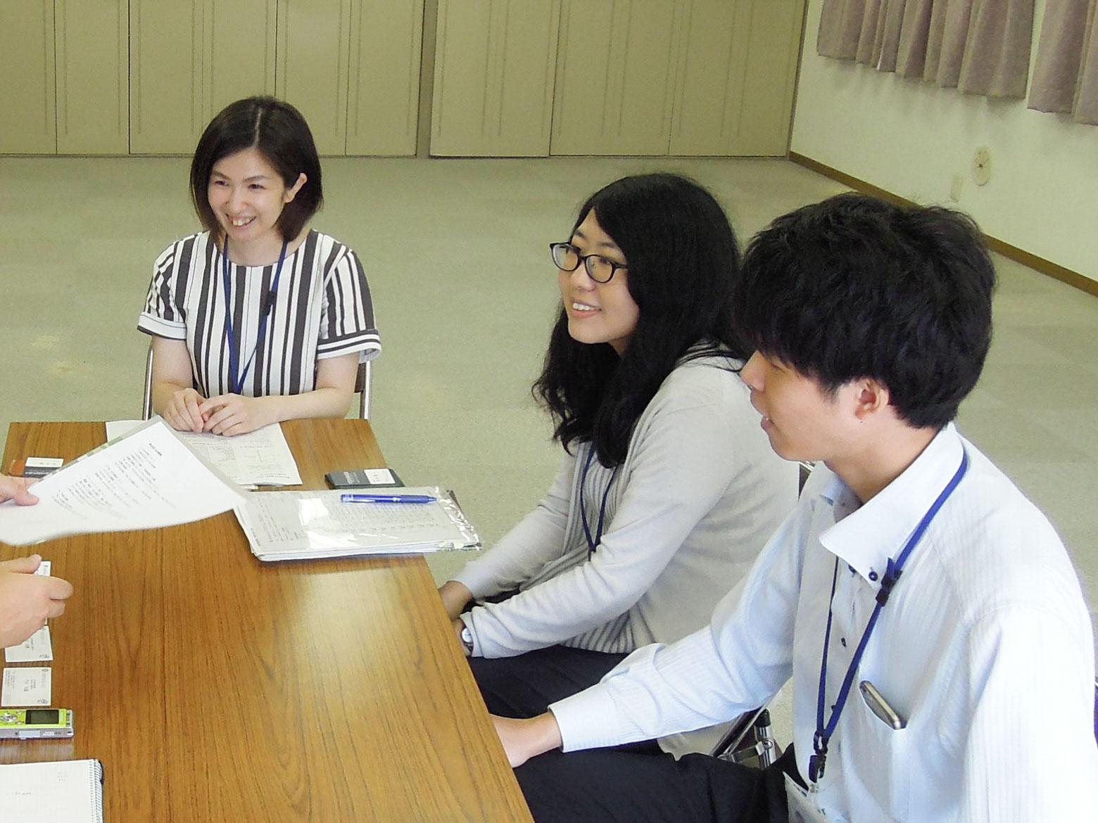お話を伺った大阪市住まい公社のみなさん。左から、深瀬奏さん、牛尾玲華さん、成田光輝さん