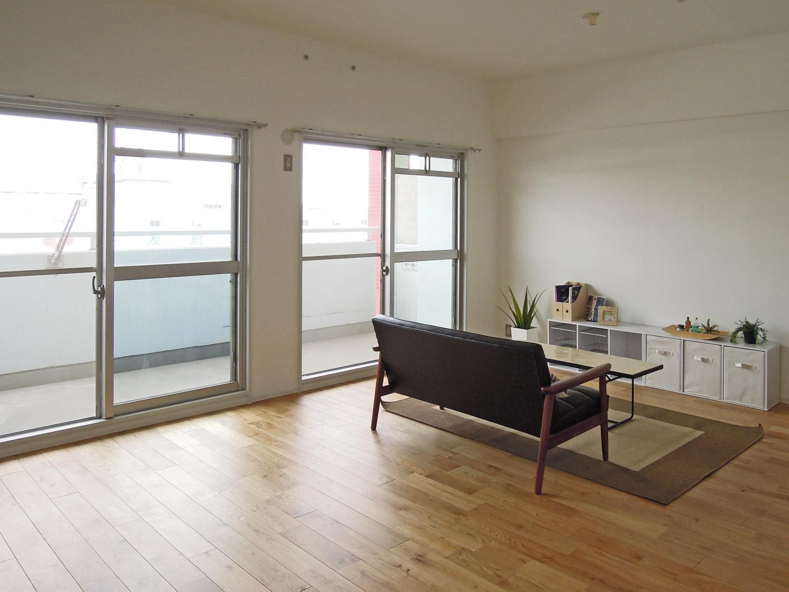 シンプルナチュラルシリーズ:リビングの広さは14~17.5畳。窓からは大阪湾ビューが鑑賞できる。