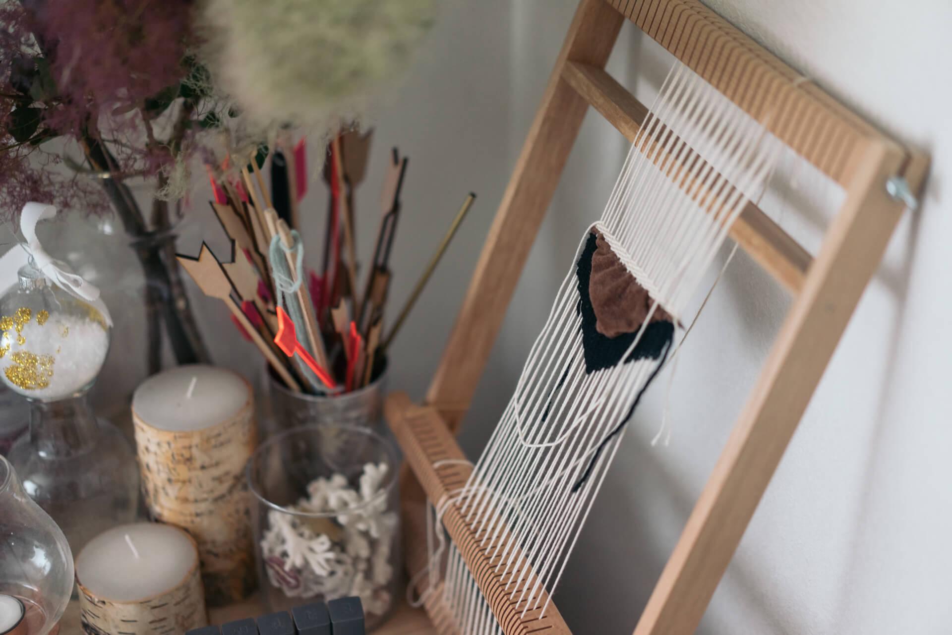 こちらがウィービングに使う道具。織っている最中でも絵になる!