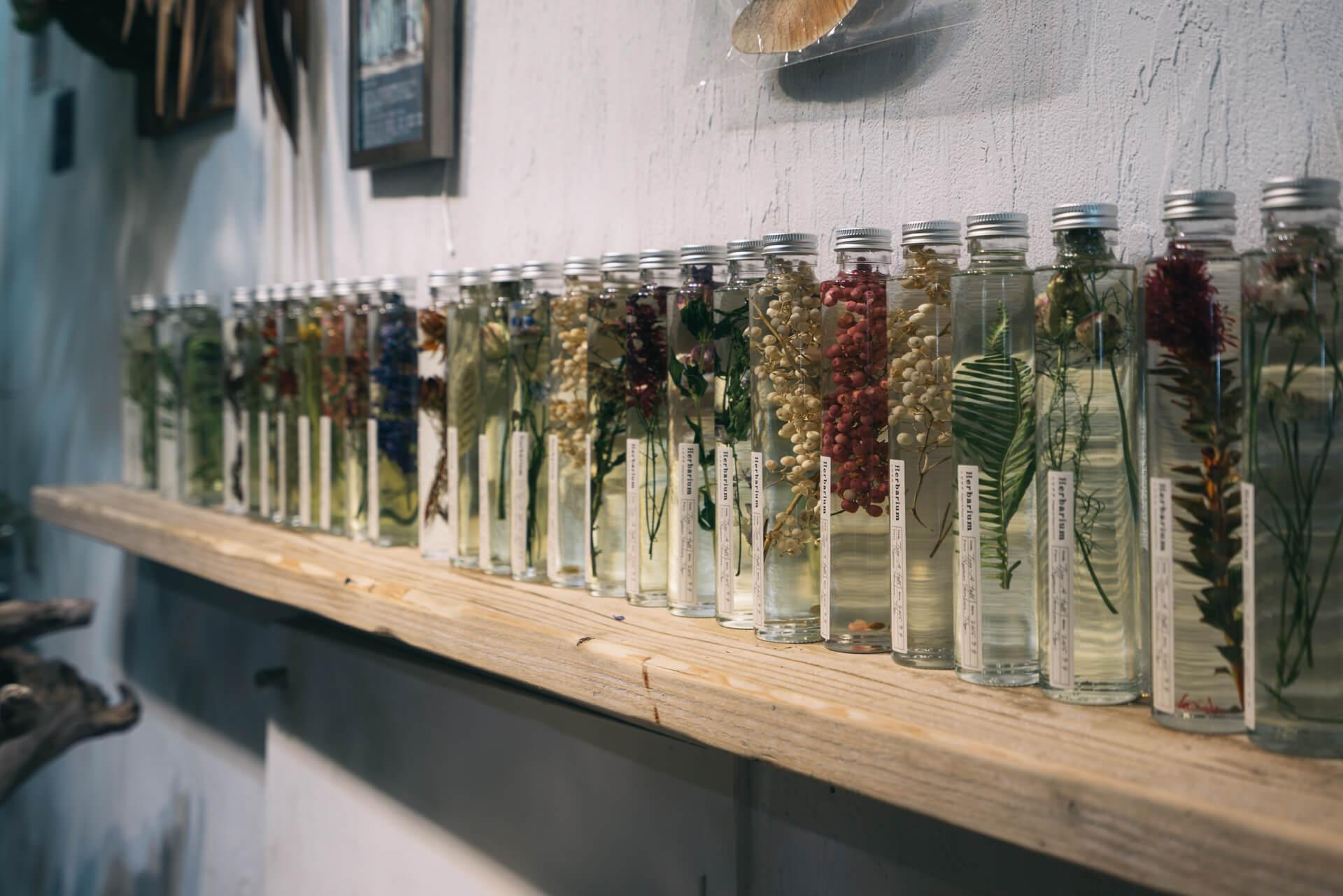 お店にひっきりなしに訪れるお客さんが、皆買い求めていくのは、こちらの「Herbanium」シリーズ。試行錯誤をして完成にたどり着いた、LUFFオリジナルの商品です。