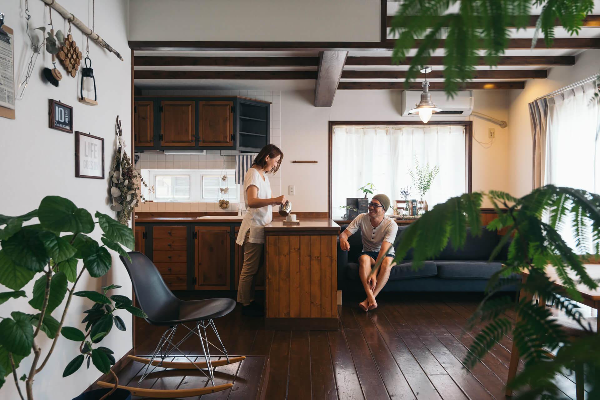 お気に入りの日用品を楽しく飾る。maimai さんの器とキッチン
