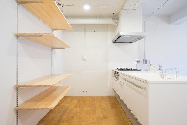 棚板の位置を移動できる棚。うれしいです。