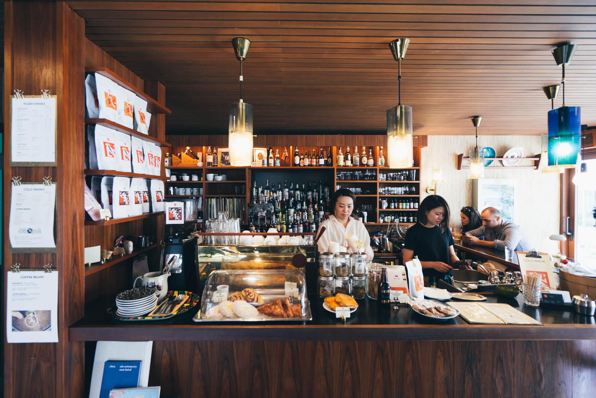 コーヒーを愛する街オスロの文化に触れる『Fuglen Tokyo』(東京・代々木公園)