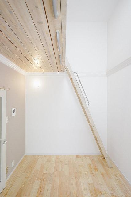 天井高い!良い雰囲気のお部屋。