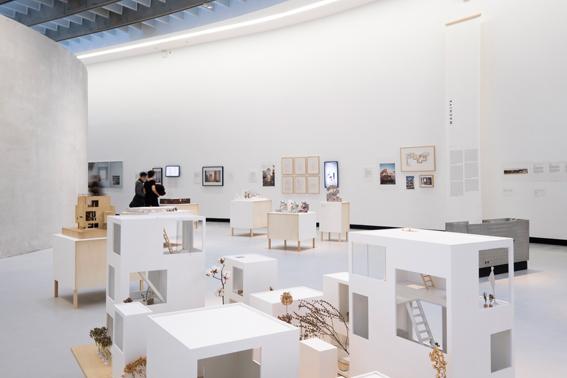 2016 年11月に開催されたローマのMAXXI 国立21世紀美術館での展示風景 Ⓒ シモーナ・フェラーリ 写真提供:アトリエ・ワン