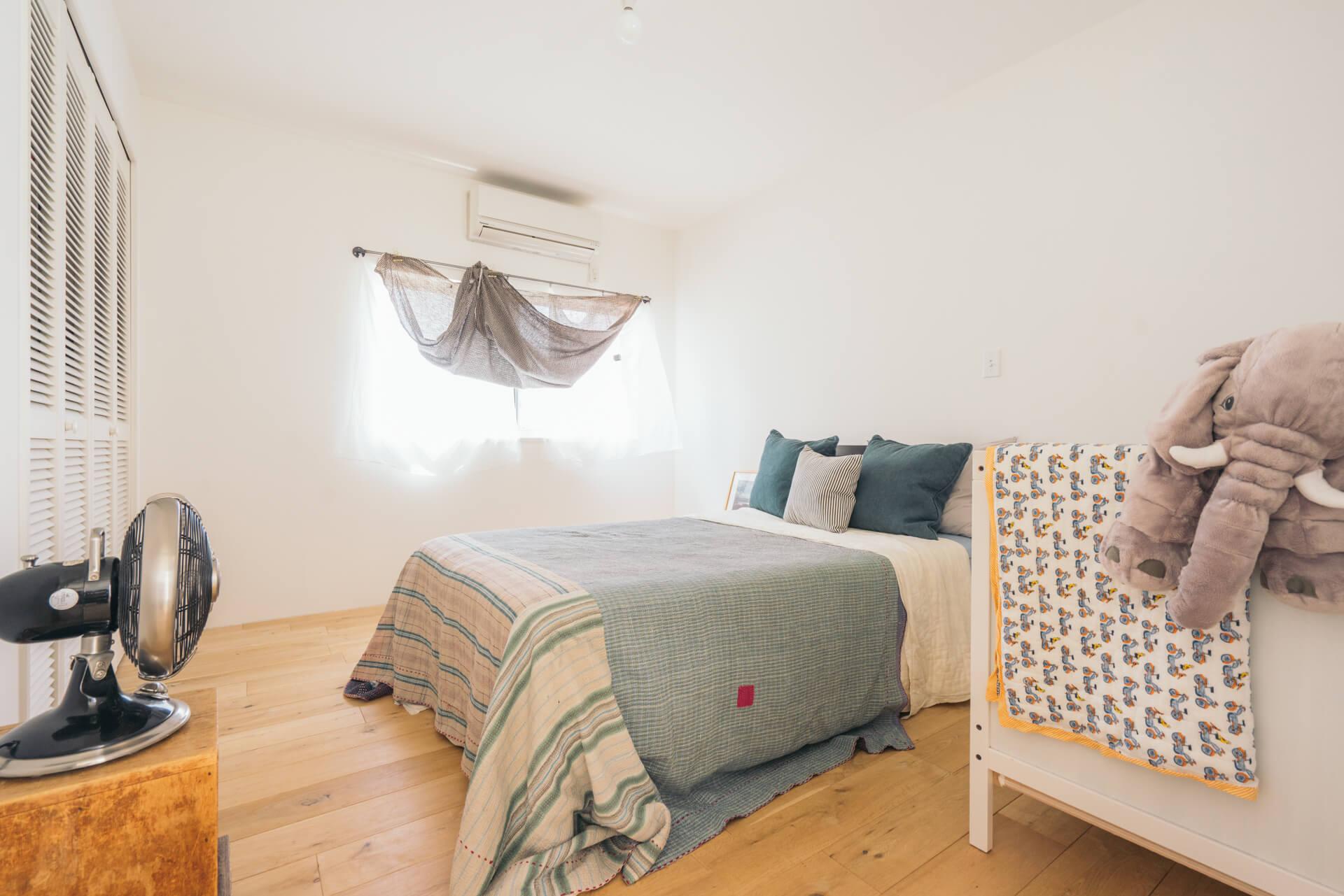 2階の寝室は、ブルー系でまとめて。