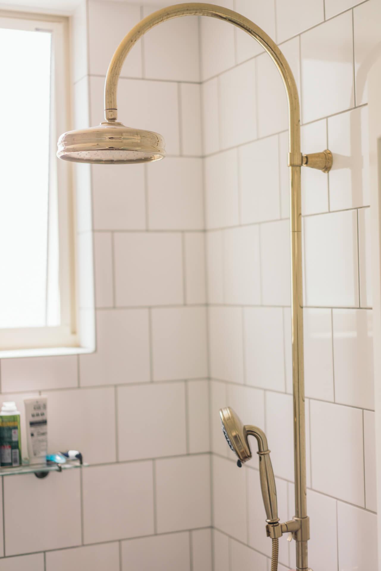 トイレや洗面台、シャワーもデザインにこだわって選びました。