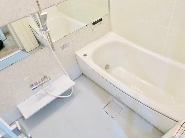 お風呂は178cmのぼくでも足を伸ばせました。