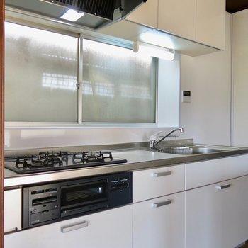 設備は綺麗にリノベーションされています。キッチンだって立派。