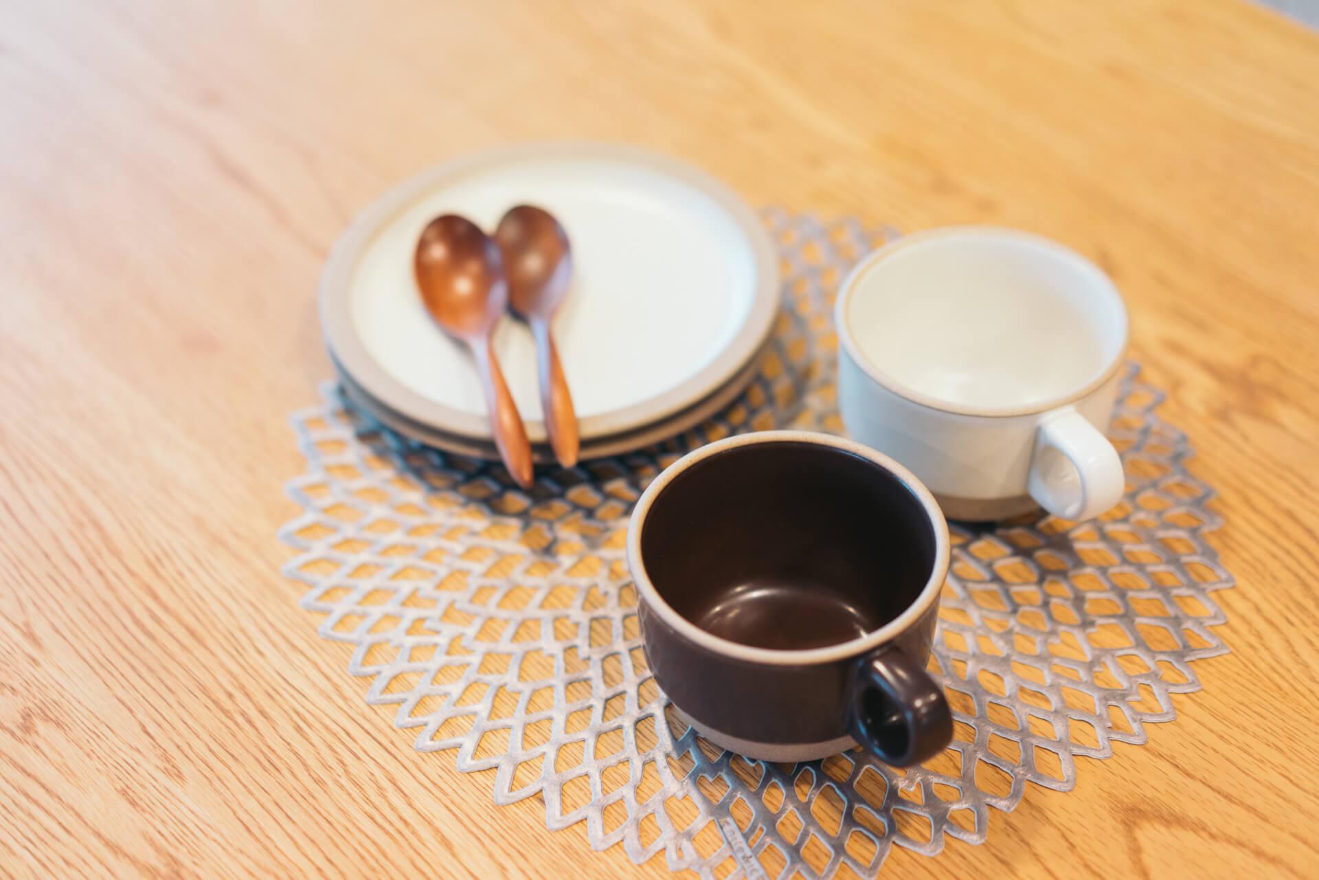 スープを入れるときに重宝しているというKINTO Ceramic lab. のカップ。素朴な色合いが可愛らしいです。