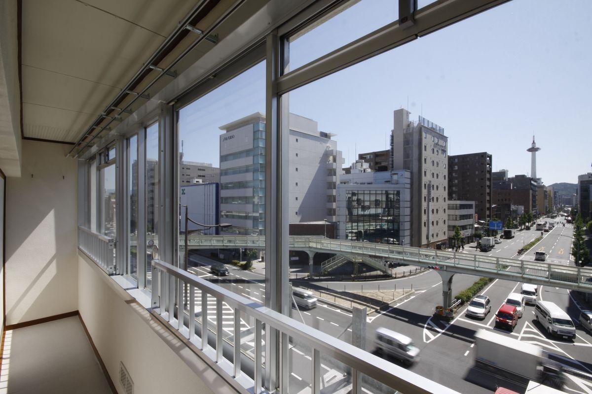 サンルームからは京都タワーが眺められる