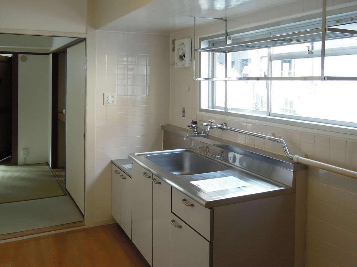 キッチンにも窓有
